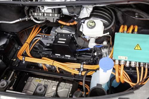 Австрийцы изобрели аккумулятор в 2 раза легче, чем у Tesla